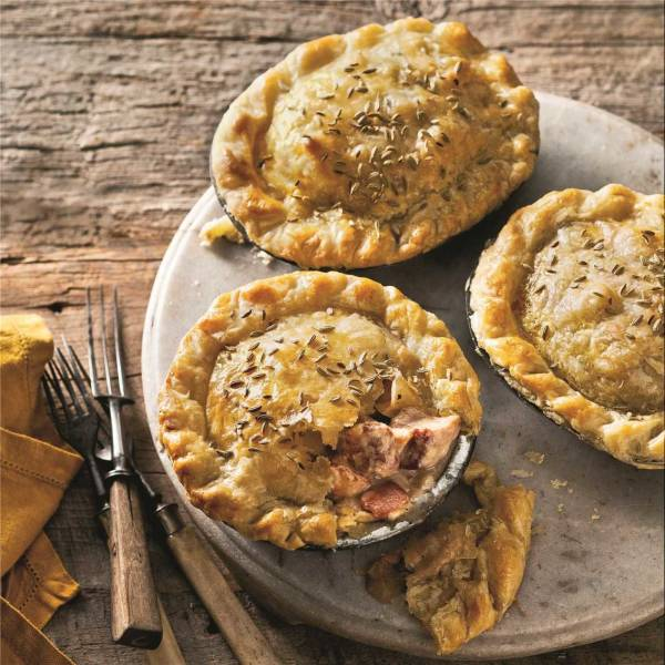 Of course, Monday Pie is whatever you want it to be. You could use up leftover roast turkey, roast pork, roast beef, roast duck, roast chicken or even leftover mince. Though I don't see many leftover duck or chicken recipes as there is rarely any left!